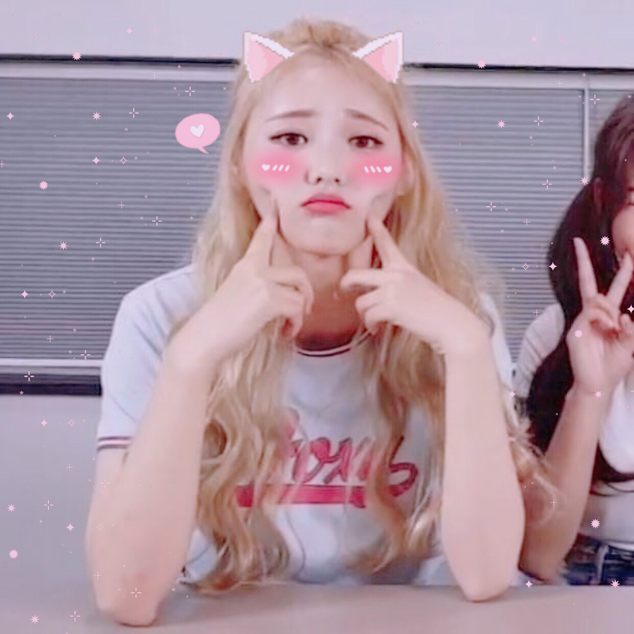 jinsoul loona, jinsoul, pink and loona jinsoul
