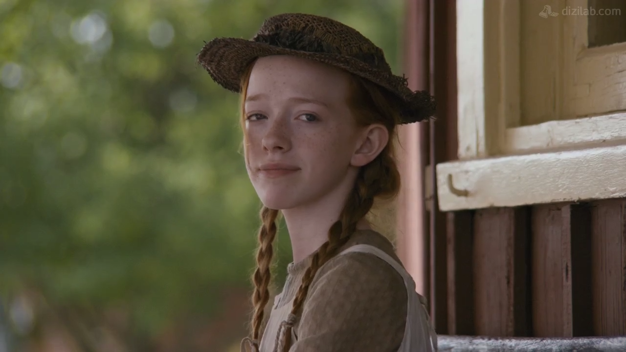 anne with an e, braid and hat