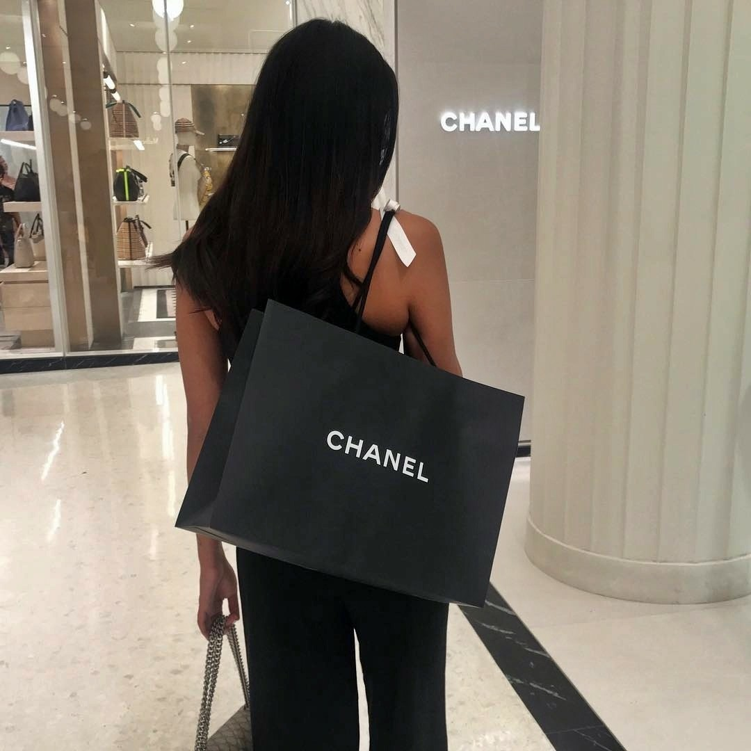glamour, chic and shopping
