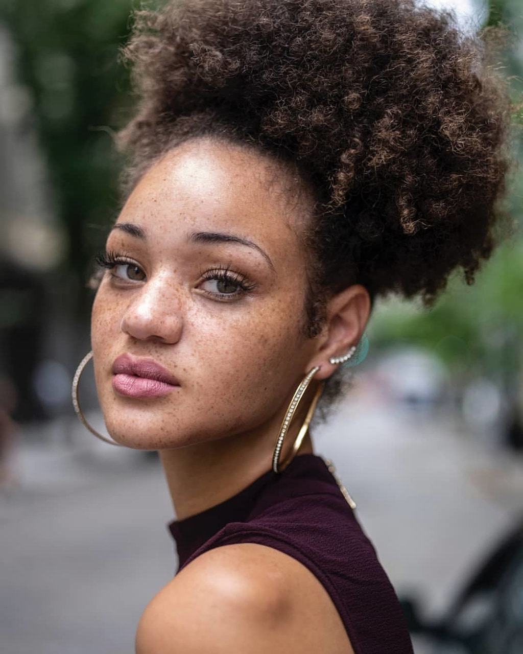 freckles, kinky hair, texture afro hair and curly hair
