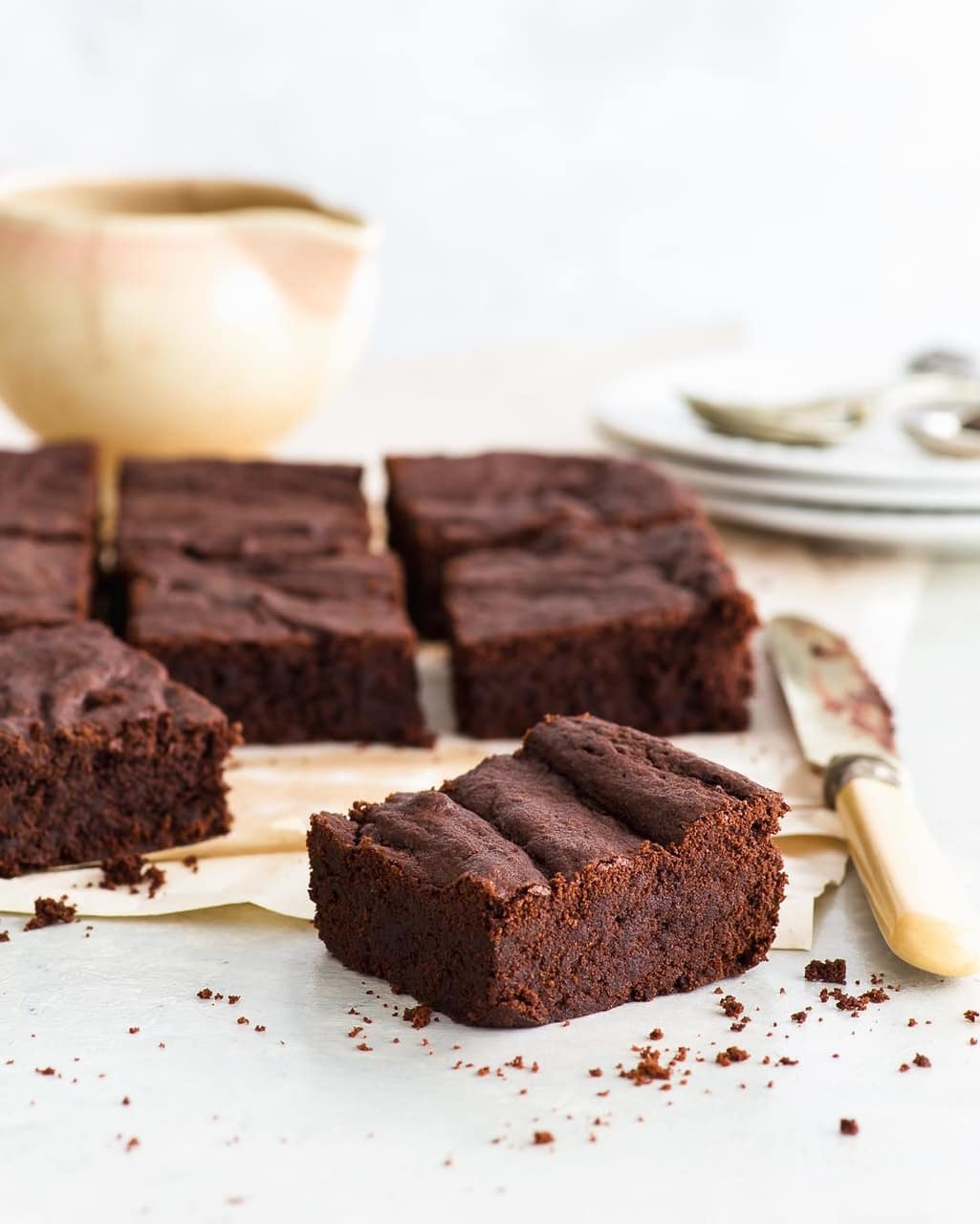 brownie pieces, eat, doce and knife