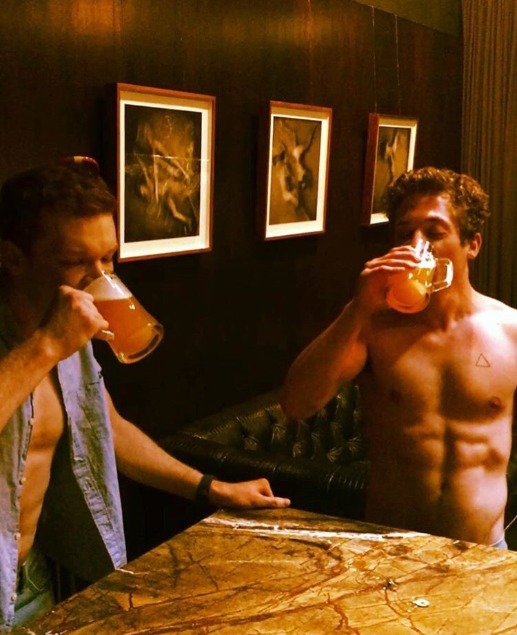 cute guys, lip gallagher, jeremy allen white and bottoms up