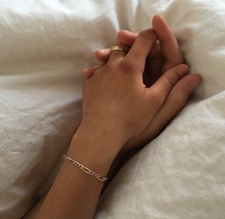 aesthetic, couple, disappointment and hands love