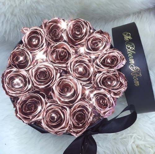 flowers, rich lifestyle, roses and luxury