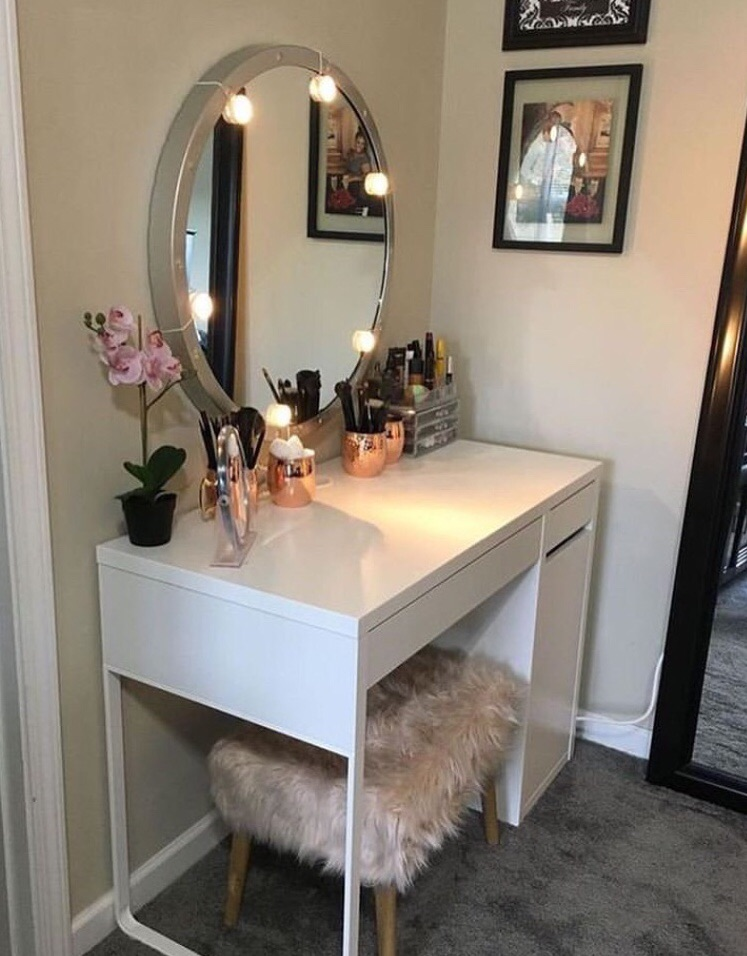 pretty, bedroom, fur and circle mirror