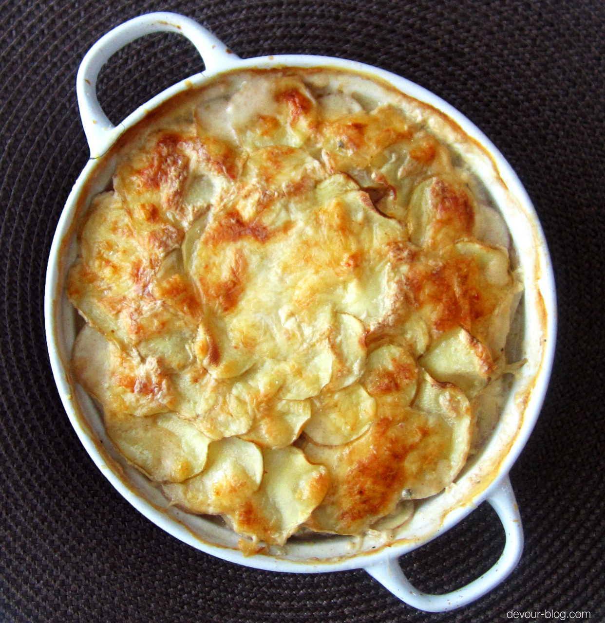 scalloped potatoes, cheesy, dinner and food