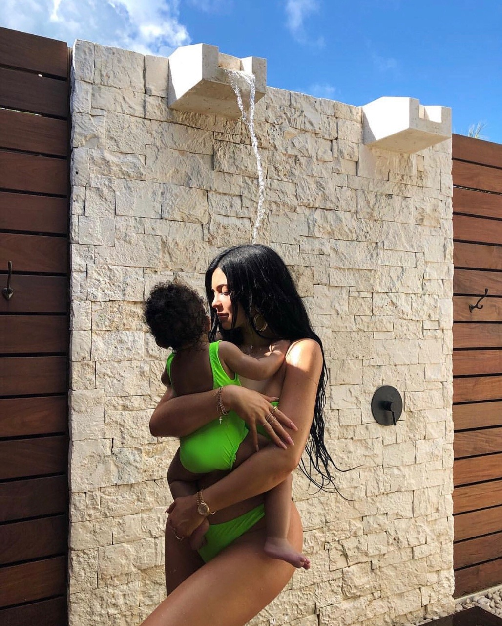 kylie jenner body, kylie jenner hair, stormi webster and fashion