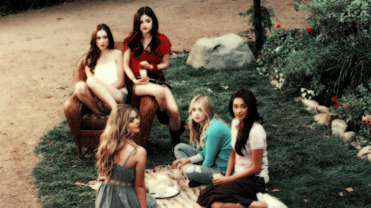 pretty little liars, friends and aria montgomery