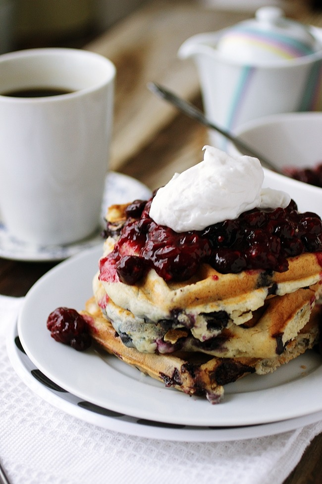 yum, foodporn, berry and waffle