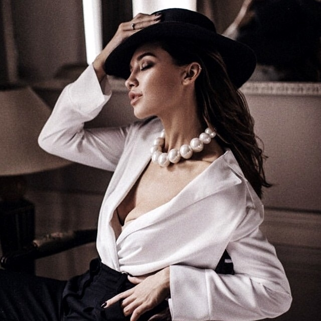 hat, brunette hair and fashion